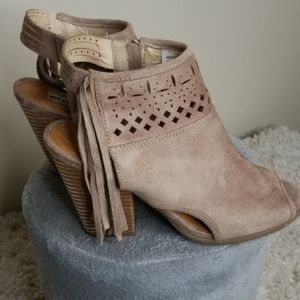 Not Rated Tan Open Toe Fringe Booties 7.5M